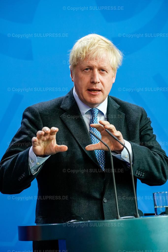 Boris Johnson in Berlin | 21.08.2019, der Premierminister des Vereinigten Königreichs, Boris Johnson von der Conservative and Unionist Party zu Besuch im Kanzleramt in Berlin. Der britische Politiker war gekommen, um mit der Kanzlerin über den Brexit zu verhandeln. Rede bei der gemeinsamen Pressekonferenz am Rednerpult.