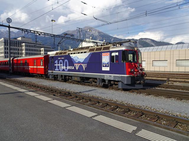 RhB Ge 4/4 II 627 | Der Regional-Express steht abfahrbereit im Bahnhof Landquart.