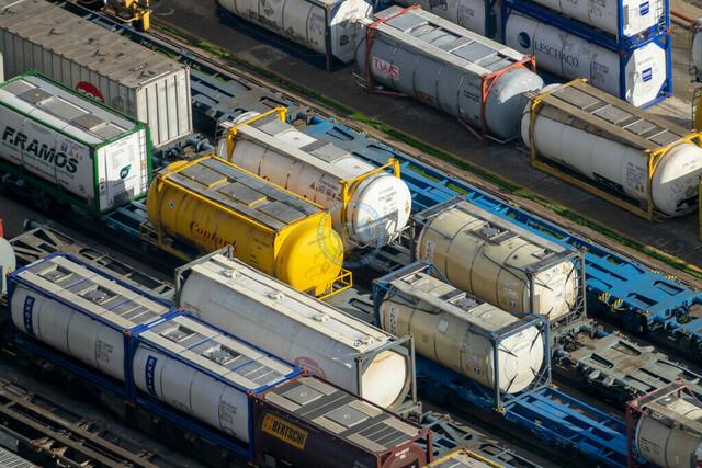 Hafen Barcelona Bahngleise und Flüssigcontainer-Waggons   ESP, Spanien, Barcelona, 17.12.2018, Hafen Barcelona Bahngleise und Flüssigcontainer-Waggons [2018 Jahr Christoph Hermann]