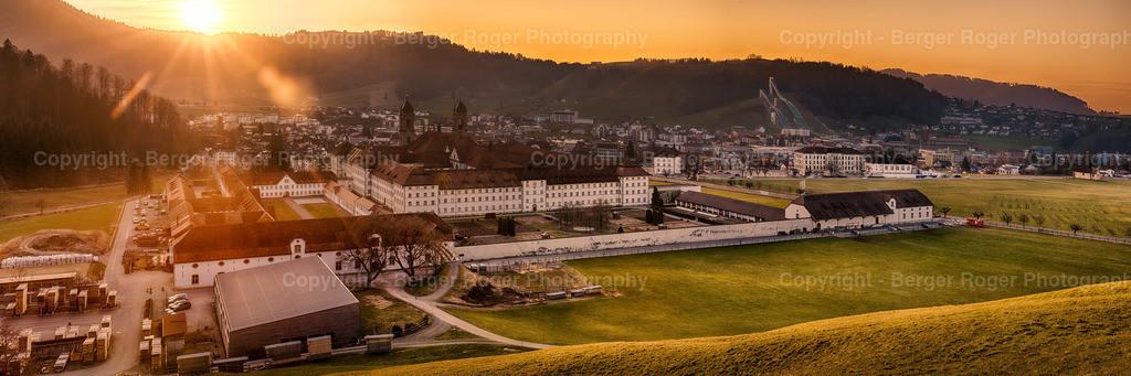 Kloster Einsiedeln Sonnenuntergang | Kloster Einsiedeln im Sonnenuntergang, aufgenommen im März 2020