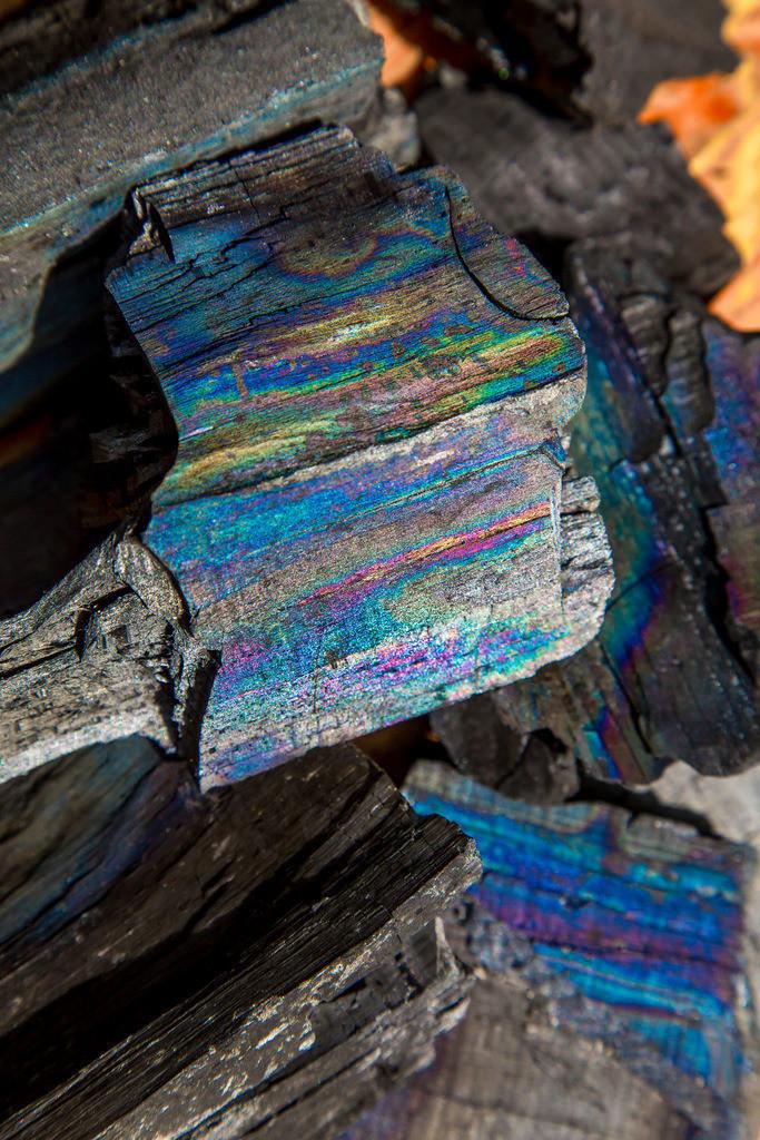 JT-160604-264 | ,  fertige Holzkohle, mit einer Oberflächenstruktur in vielen Farben,