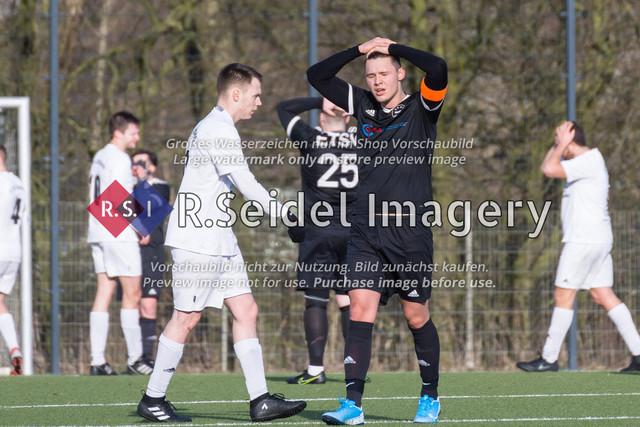 Fußball, Herren, Kreisliga 3, ETSV Hamburg II - SC Vier- und Marschlande III., Mittlerer Landweg, 01.03.2020 | Torben Niese (#5, SCVM, Kapitän)