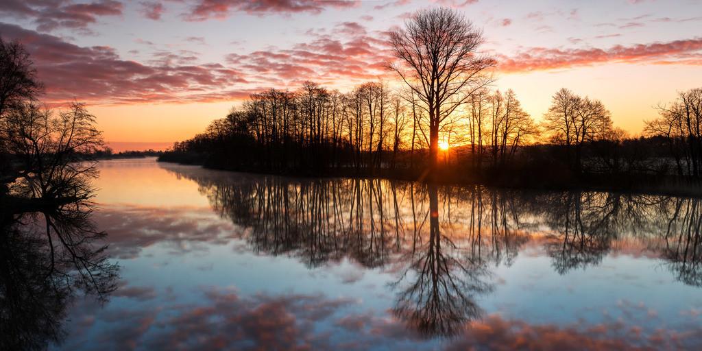Sonnenaufgang an der Hamme | Sonnenaufgang im Frühjahr 2020 an der Hamme bei Osterholz-Scharmbeck.