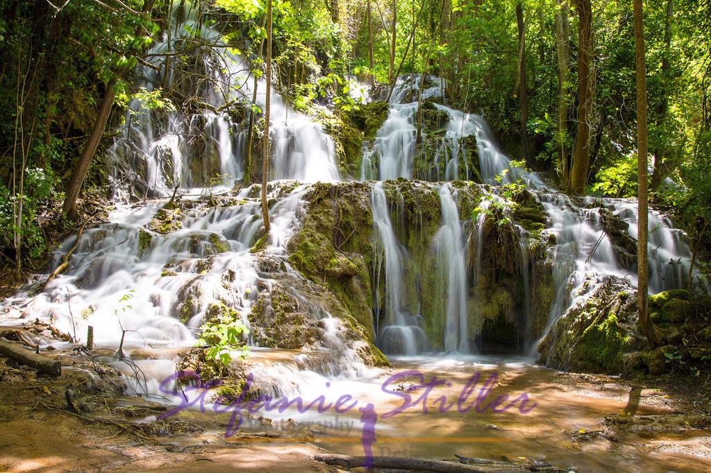 Wasserfall im Wald | Über mehrere Stufen fällt der Skradinski Buk in die Tiefe und schafft dadurch eine wunderbare Landschaft