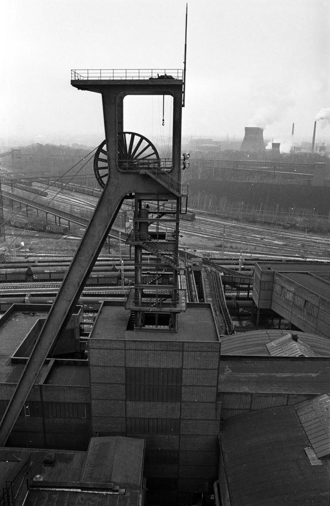 Zeche Zollverein | Essen, NRW, Deutschland,14.12.1987, Zeche Zollverein, ein Jahr nach der Schließung.