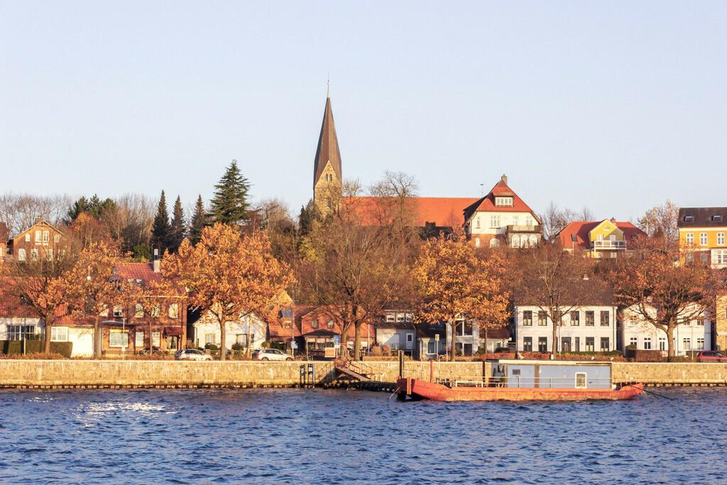 Hafen in Eckernförde | Hafen in Eckernförde im Herbst mit Blick auf die Kirche