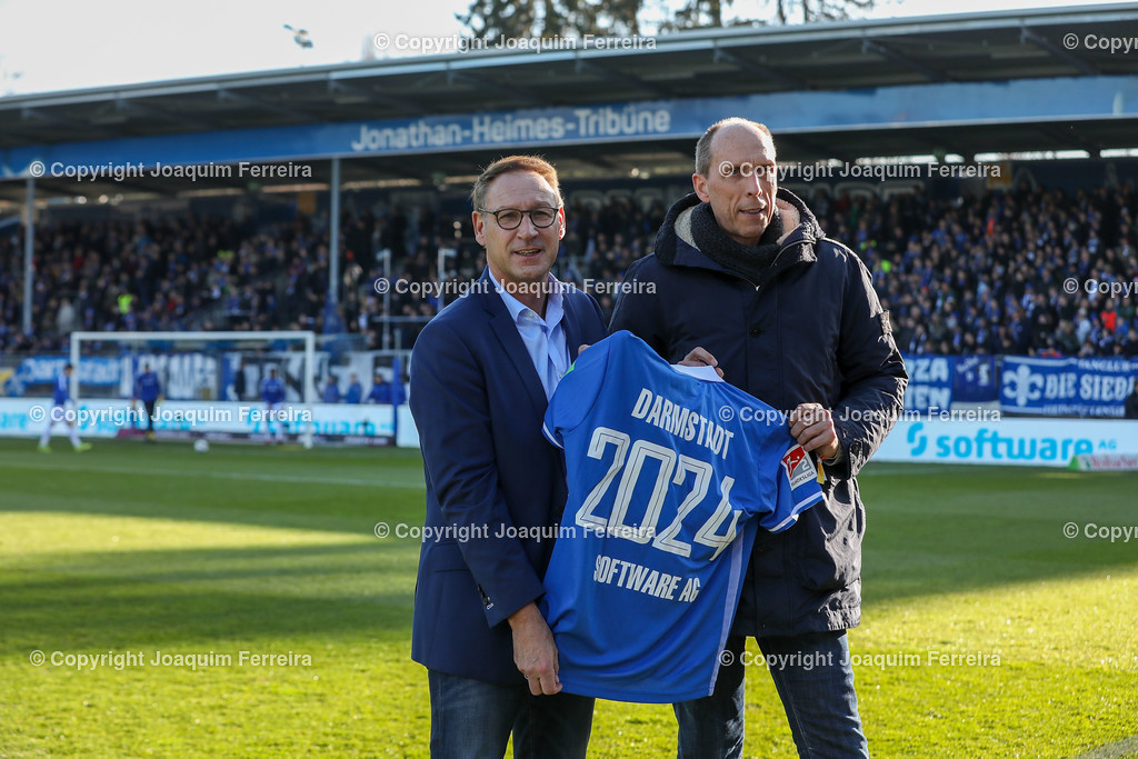 191221svdvshsv_0207 | 21.12.2019 Fussball 2.Bundesliga, SV Darmstadt 98-Hamburger SV emspor, despor  v.l.,  Präsident Rüdiger Fritsch (SV Darmstadt 98) und  Finanzvortand Arnd Zinnhardt, CFO bei der Software AG Verlängern den Sponsorvertrag bis 2024   (DFL/DFB REGULATIONS PROHIBIT ANY USE OF PHOTOGRAPHS as IMAGE SEQUENCES and/or QUASI-VIDEO)