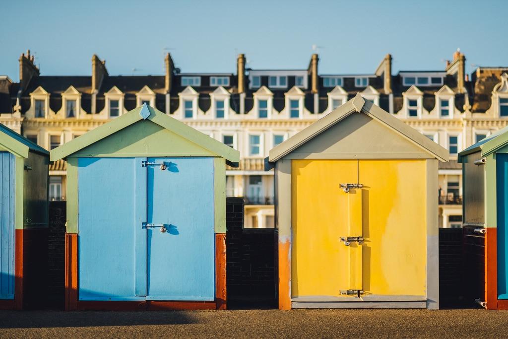 Brighton | bunte Standhäuschen am Brighton Beach, Holzhütten, Brighton, England