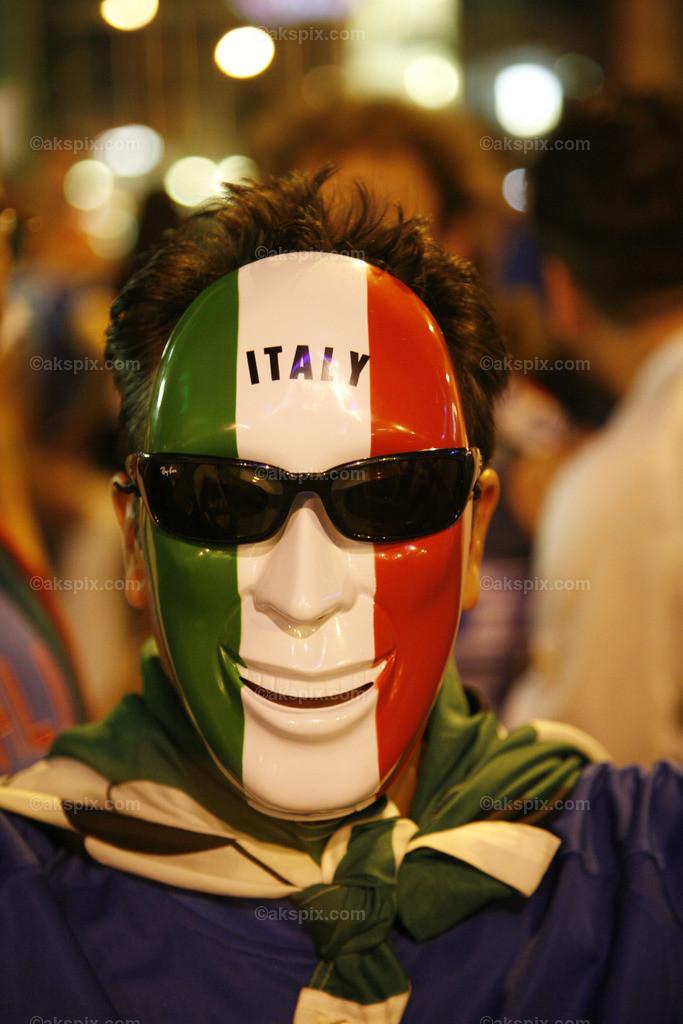 Italy | FAN / FUSSBALLFAN / FUSSBALLANHAENGER / ZUSCHAUER / BESUCHER / STADIONBESUCHER / FANGEMEINDE / ANHAENGERSCHAFT / ITALIA / ITALIEN / ITALY / FROEHLICH / EUROPA / WM / WELTMEISTERSCHAFT / FIFA / MANN / 2006 / FIFA-WM / PORTRAIT / FARBE / ROT / GRüN / WEISS / LäCHELN / ZUSCHAUER / EUPHORIE / FROH / FROHLICH / GLüCKLICH / MENSCH / EU / EUROPAMEISTERSCHAFT / MASKE / BRILLE / 2008 / SOCCER / WELTMEISTER / LäCHELN / LACHEN