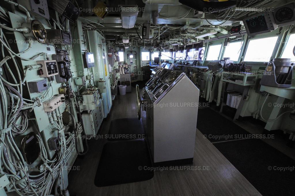Die USS Mount Whitney in Kiel | 22.06.2019, die USS Mount Whitney (LCC-20), ein Kommandoschiff für die amphibische Kriegsführung der United States Navy und das zweite Schiff der Blue-Ridge-Klasse. Sie ist nach dem Mount Whitney benannt und dient seit 1971 in der US-Marine, seit 2004 gehört das Schiff zum Military Sealift Command. Es ist in Gaeta, Italien, stationiert und dient als Flaggschiff des Kommandeurs der 6. US-Flotte. Die Brücke bei einer Besichtigungstour. Das Schiff lag während des NATO Manövers BALTOPS in Kiel an.