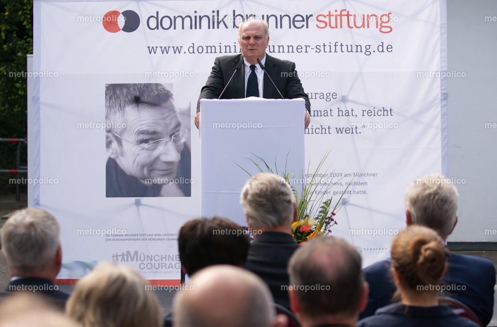 Uli Hoeneß hält Rede für die Dominik-Brunner-Stiftung am 10. Jahrestages des Todestages des Namensgebers an der S-Bahnhaltestelle Solln in München (2)
