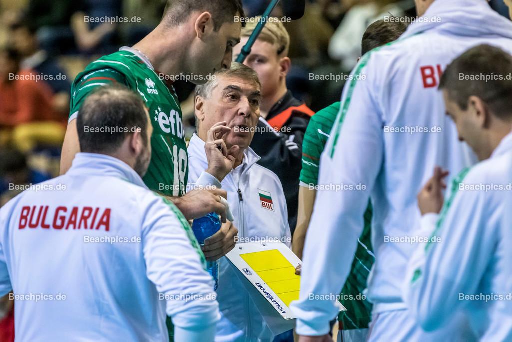 2020-00057116-CEV-European-Olympic-Qualification-Tokyo-2020 | PRANDI Silvano (Head Coach - BUL) in der Auszeit; 06.01.2020; Berlin, ; Foto: Gerold Rebsch - www.beachpics.de