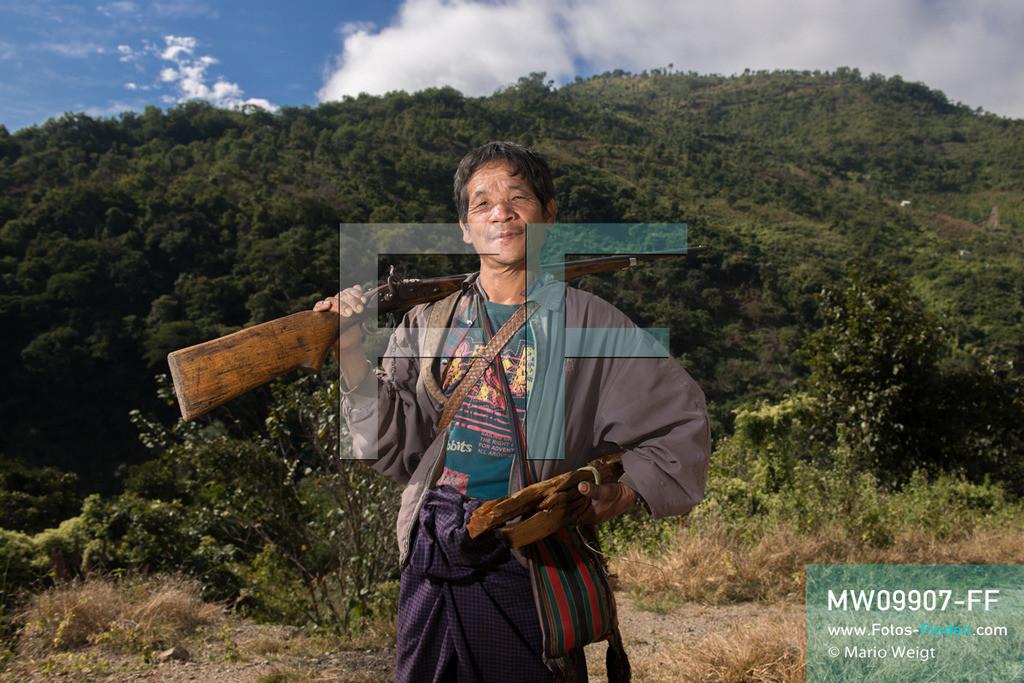 MW09907-FF   Myanmar   Mindat   Reportage: Mindat im Chin State   Jäger Yong Tan vom Bergvolk der Chin   ** Feindaten bitte anfragen bei Mario Weigt Photography, info@asia-stories.com **