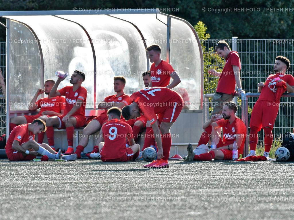 Fussball Verbandsliga Süd RW Darmstadt - SG Bornheim 20200920 copyright by HEN-FOTO | Fussball Verbandsliga Süd RW Darmstadt - SG Bornheim 20200920 RW DA Mannschaft wirkt niedergeschlagen nach 2:3 - copyright by HEN-FOTO Peter Henrich