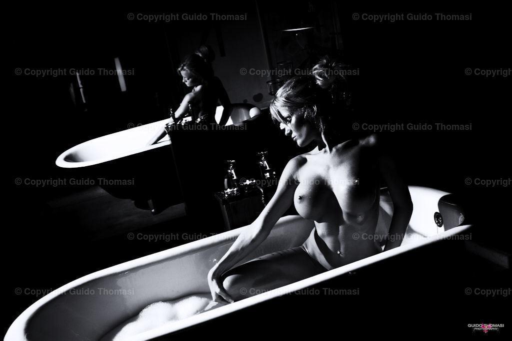 Schwarzweiß Poster | Die hohe Kunst der Aktfotografie. Hier findet Ihr Erotikposter und Aktposter aus meinem langjährigen schaffen. Besonders die Schwarzweiß fotografie finde ich besonders schön.