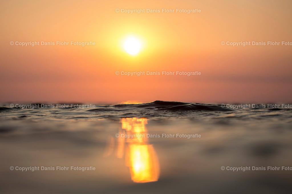 Goldener Wellenberg | Eine Welle im Abendlicht, leuchtend wie Gold.