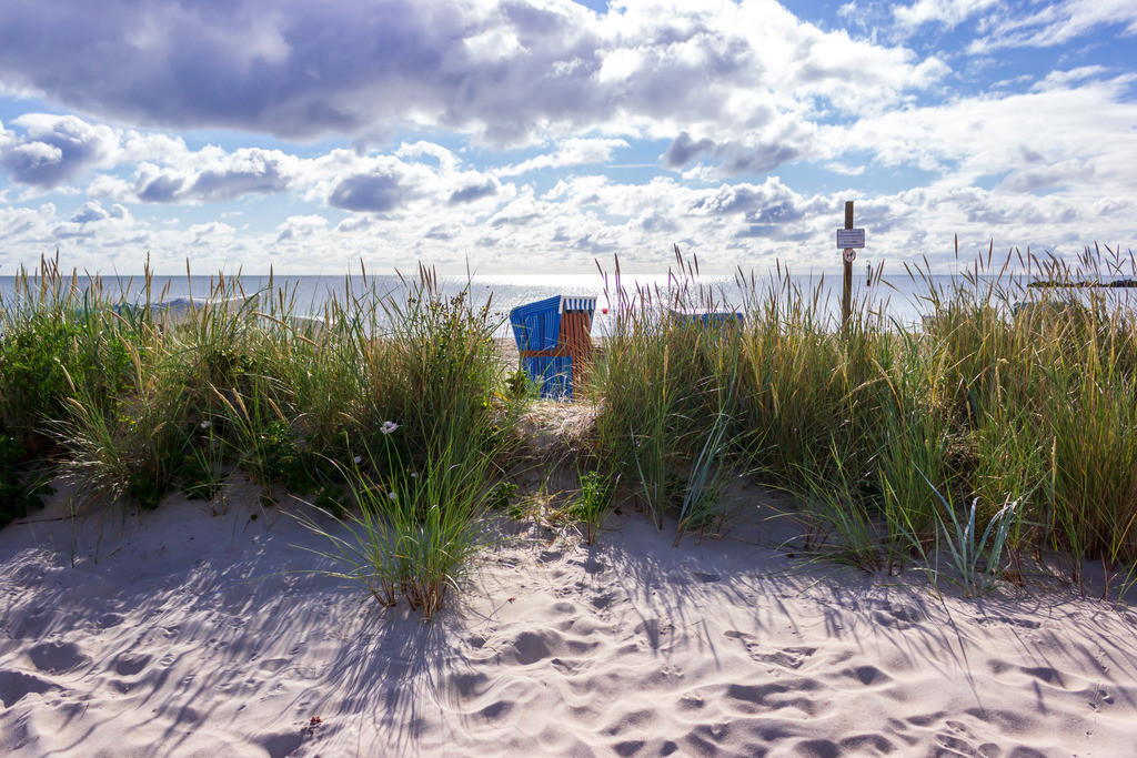 Strandkorb an der Ostsee | Strandkorb am Strand in Damp