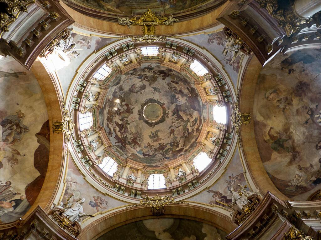 Deckenmalerei in einer Kirche