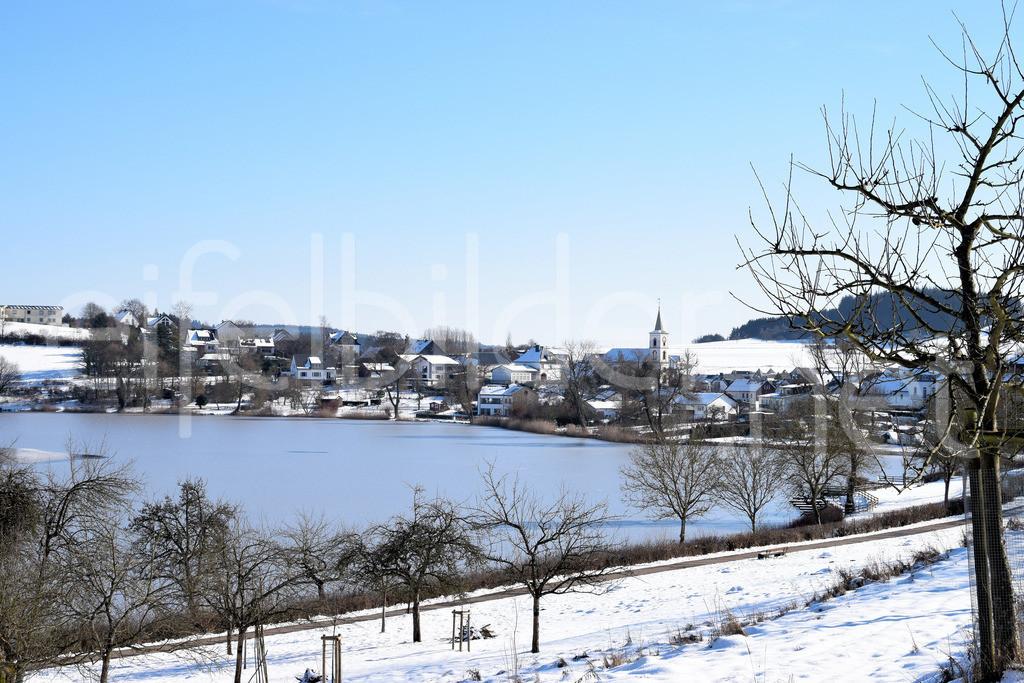 Winter am Schalkenmehrener Maar   Winterlandschaft am Schalkenmehrener Maar in der Eifel (Vulkaneifel)
