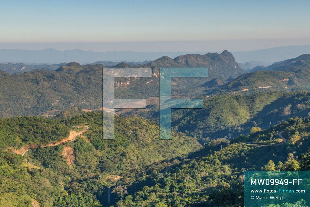 MW09949-FF   Myanmar   Loikaw   Reportage: Loikaw im Kayah State   Faszinierende Berglandschaft auf dem Weg ins Dorf Htay Kho, in dem die ethnische Minderheit der Kayaw lebt.  ** Feindaten bitte anfragen bei Mario Weigt Photography, info@asia-stories.com **