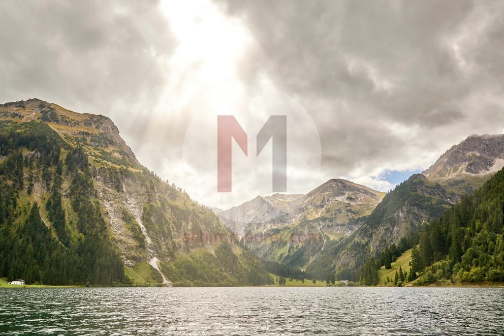 Angeln auf dem Vilsalpsee, Tannheimertal, Tirol, Österreich