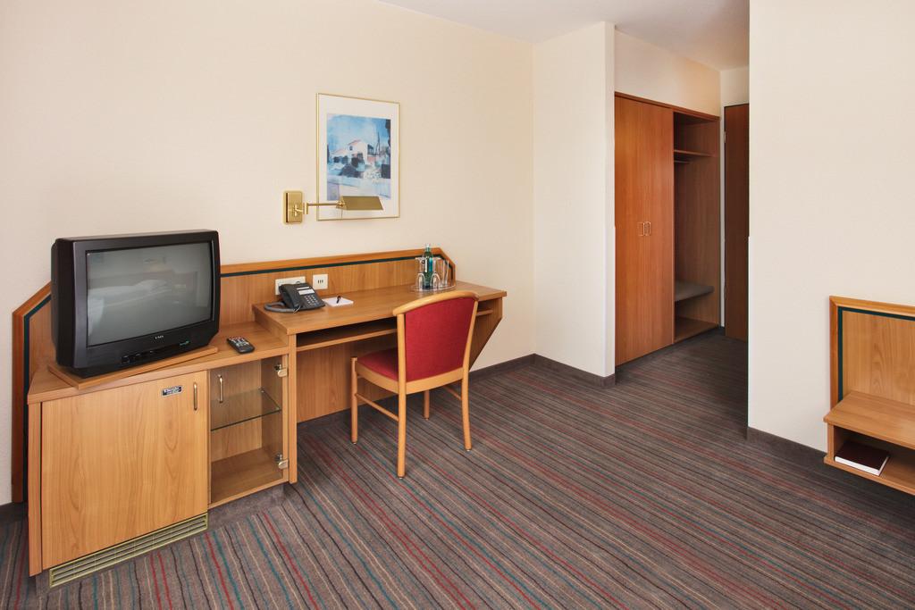 zimmer-02-hplus-hotel-solingen