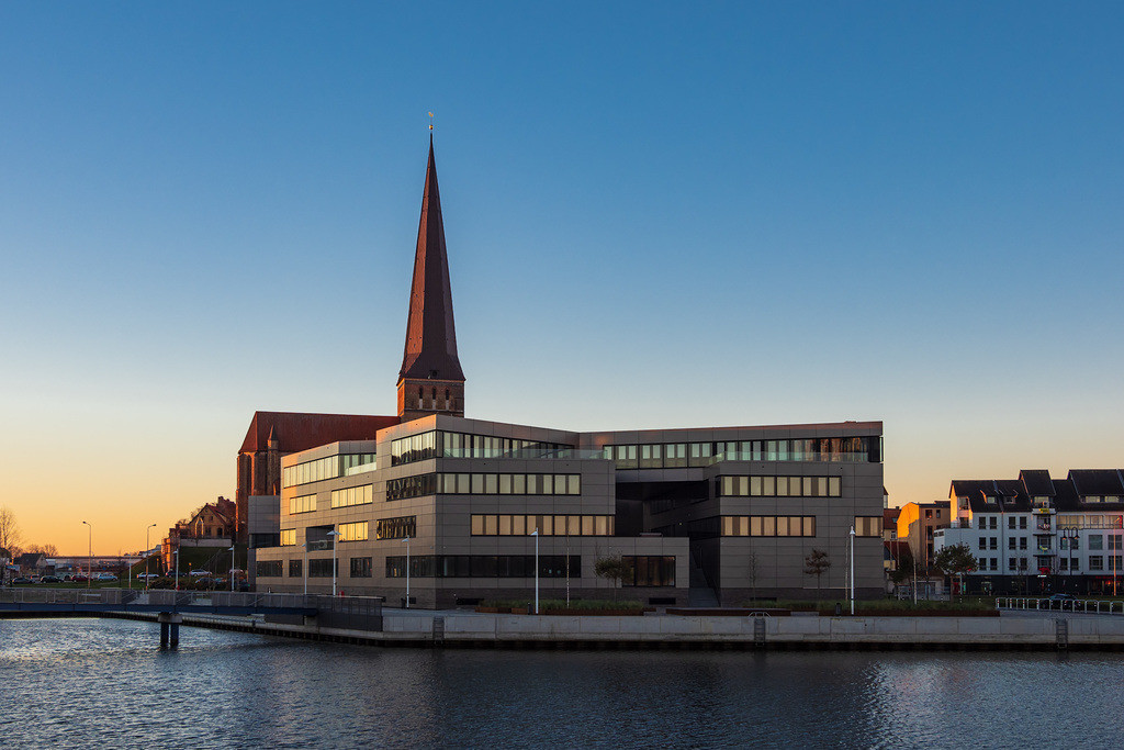 rk_05383 | Der Stadthafen in Rostock am Morgen.