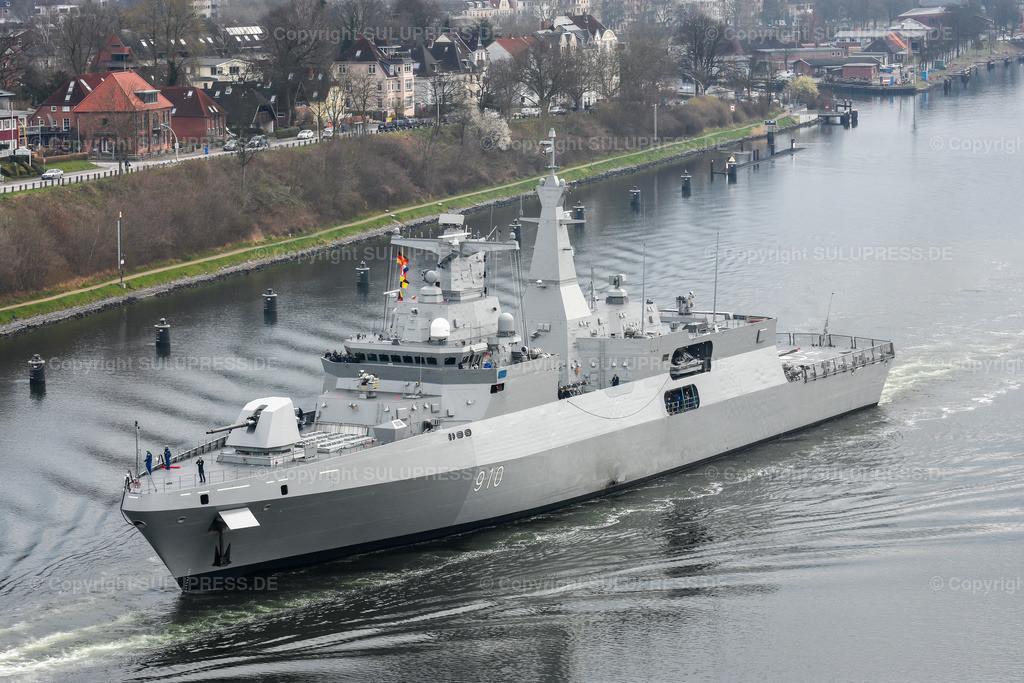 Fregatte vom Typ MEKO A-200AN | Fregatte vom Typ MEKO A-200AN, die F 910  'El Radii' im Nord-Ostsee-Kanal auf dem Weg nach Algerien. 2012 hat Algerien zwei Fregatten vom Typ MEKO-A200 bei TKMS in Kiel bestellt. Anfang 2019 hat die Bundesregierung den Export einer weiteren Fregatte vom Typ MEKO-A200 an Ägypten genehmigt. Aufgrund der Menschenrechtslage in Ägypten ist diese Genehmigung umstritten.