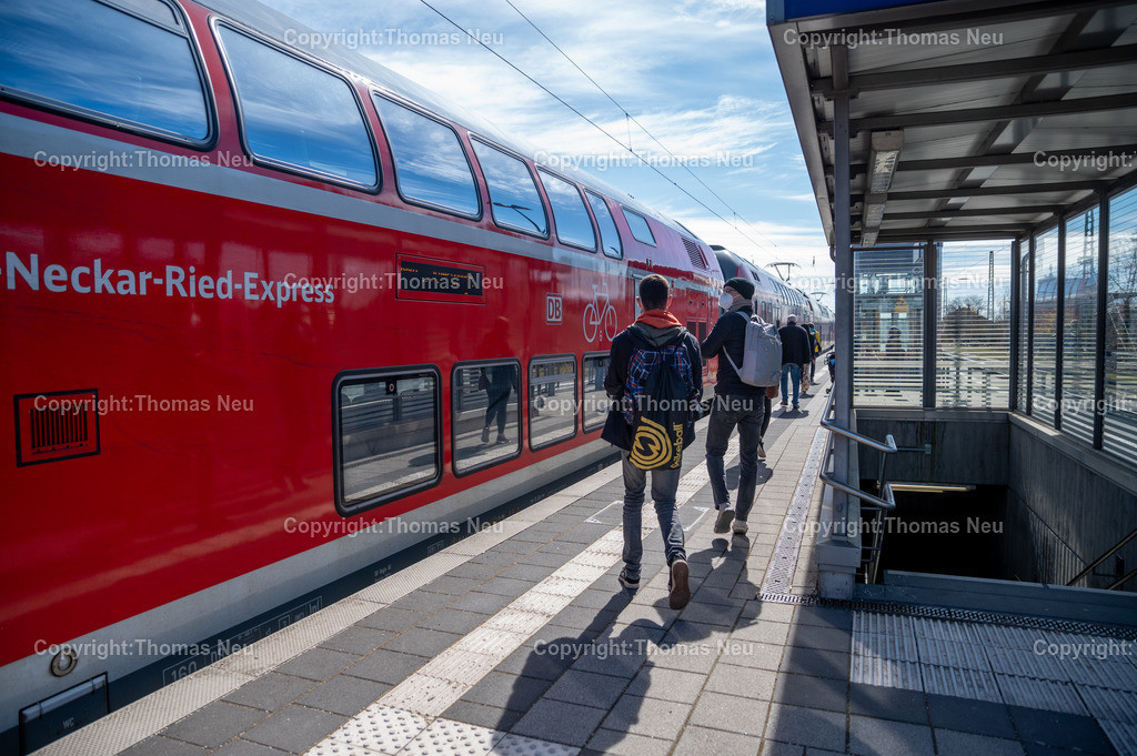 DSC_1316 | bbe,bre,Bensheim, Bahnhof, Bahnsteig, Zugverkehr, Züge, Neckar-Ried-Express, , ,, Bild: Thomas Neu