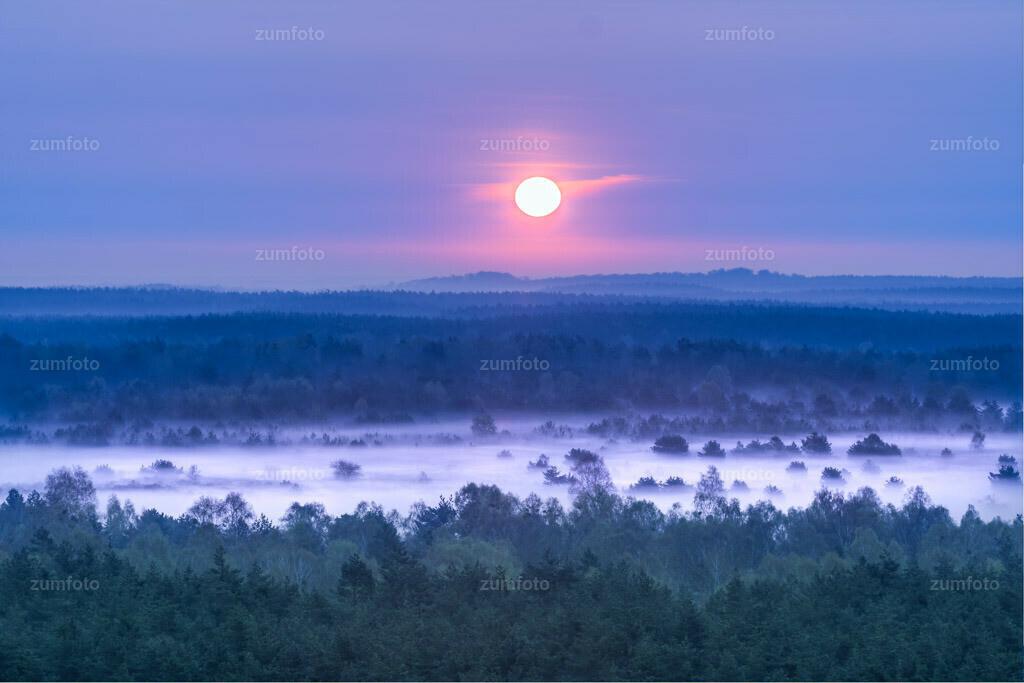 0-110419_0508-2372-80 | Sonnenaufgang über dem Müritz Nationalpark und dem ehemaligen Truppenübungsplatz. --Dateigröße 3888 x 2592 Pixel--