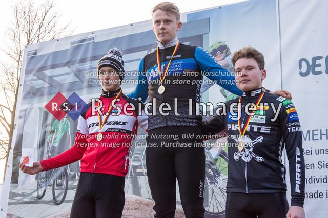 Siegerehrung der U19 Junioren   vlnr:  2. Timo Gruszczynski (RC Endspurt Herford, #94)  1. Ben Laatsch (RSG Nordheide, #86)  3. Phillip Unterberger (RSV Eintracht 1949, #92)