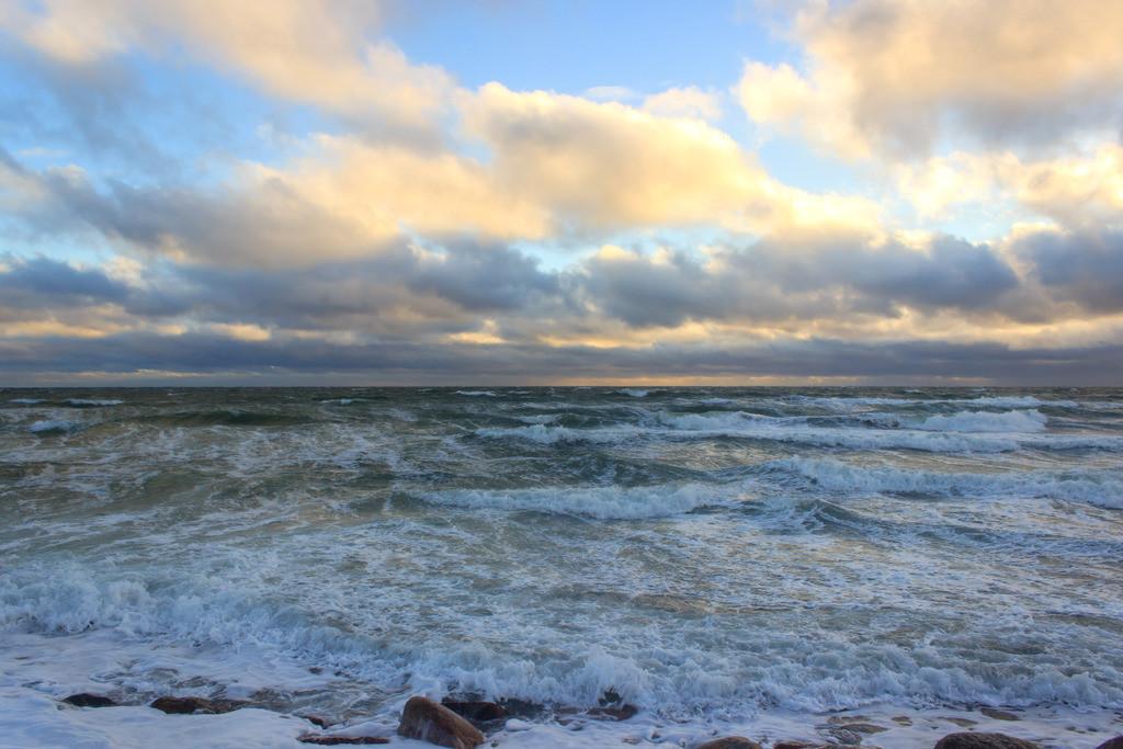 Strand in Booknis | Wellen am Strand von Booknis