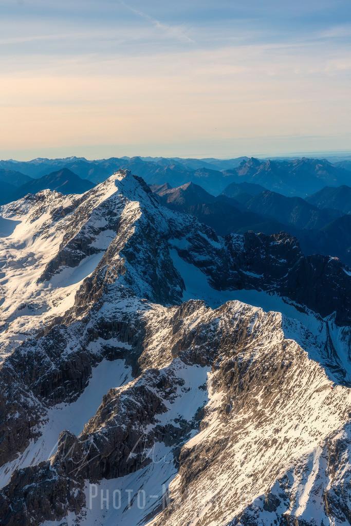 Die Zugspitze | Der frische Schnee glänzt auf der Zugspitze