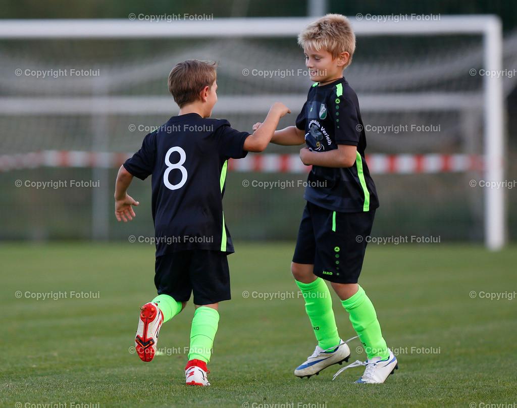 _UI10121   SPORT,FUSSBALL, FC WELS_SC HOERSCHING U 9 27.09.2021 IM BILD: SCHWARZ (HOERSCHING) UND ROT (FC WELS )FOTO:FOTOLUI