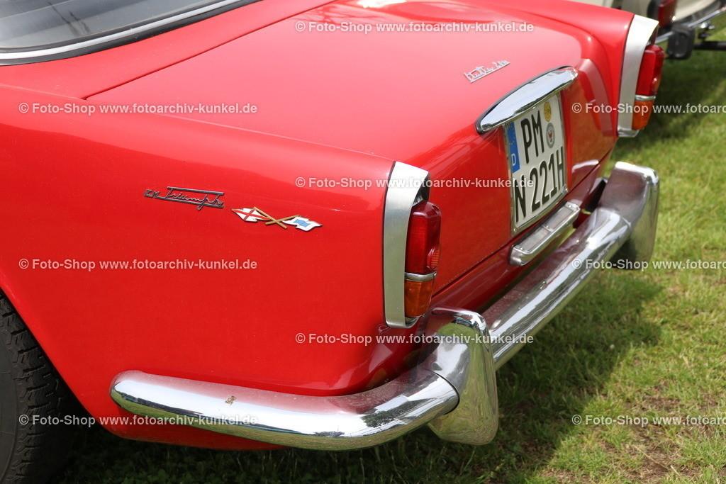 Triumph Italia 2000 Coupé 2 Türen, 1959-62 | Triumph Italia 2000 Coupé 2 Türen, offizieller Name: Italia 2000 Coupé - Triumph wollte dieses Coupé nicht vertreiben, Farbe: Rot, Bauzeit: 1959-1962, Basis-Fahrgestell: Triumph TR 3, 297 Fahrgestelle TR 3 A und B wurden für den Aufbau zur Verfügung gestellt, andere Quellen besagen: 329 Stück sind von Vignale gebaut worden, Hersteller: Triumph, UK, Karosserie- und Innenraum-Fertigung bei Vignale in Italien, Entwurf von Giovanni Michelotti, 4-Zylinder-Motor, ohv, Hubarum 1991 cm³, Leistung 70 kW, Leergewicht: 975 kg