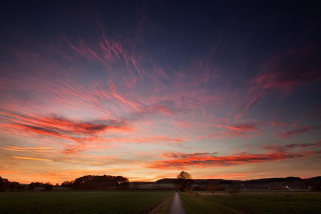 Auf dem Weg zur Bifurkation in Melle bei Sonnenuntergang | Abendspaziergang zur Bifurkation in Melle