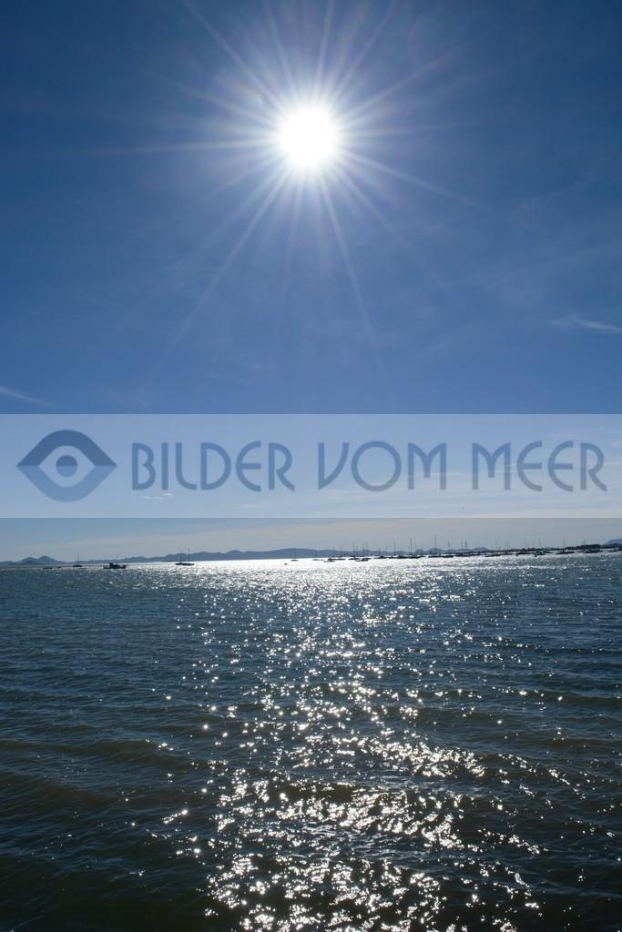 Bilder vom Meer  | Meer Bilder: Segler am Horizont