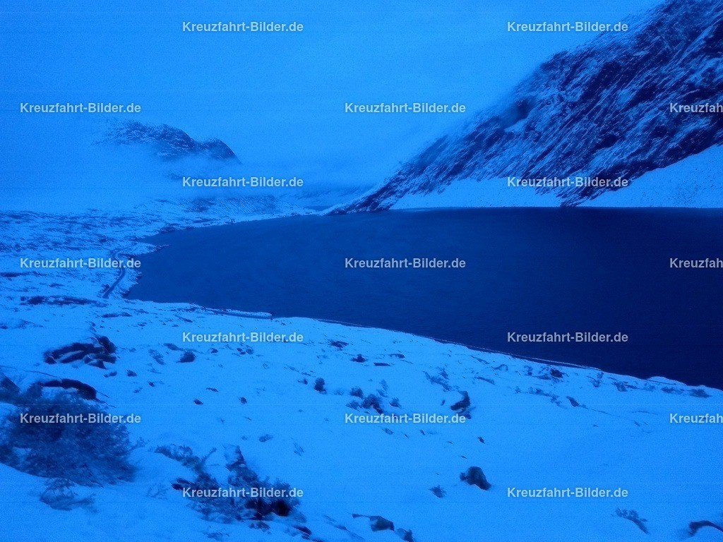 Djupvatnet im Winter | Djupvatnet im Winter bei Dämmerung. Das ist der See am Anfang des Passes zum Dalsnibba.