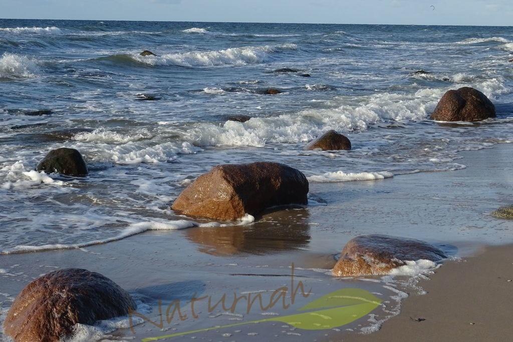 Fels in der Brandung | Felsen, eingegraben in den Strand trotzdem der Flut und sind sichtbar bei Ebbe - kraftvoll, wunderschön.