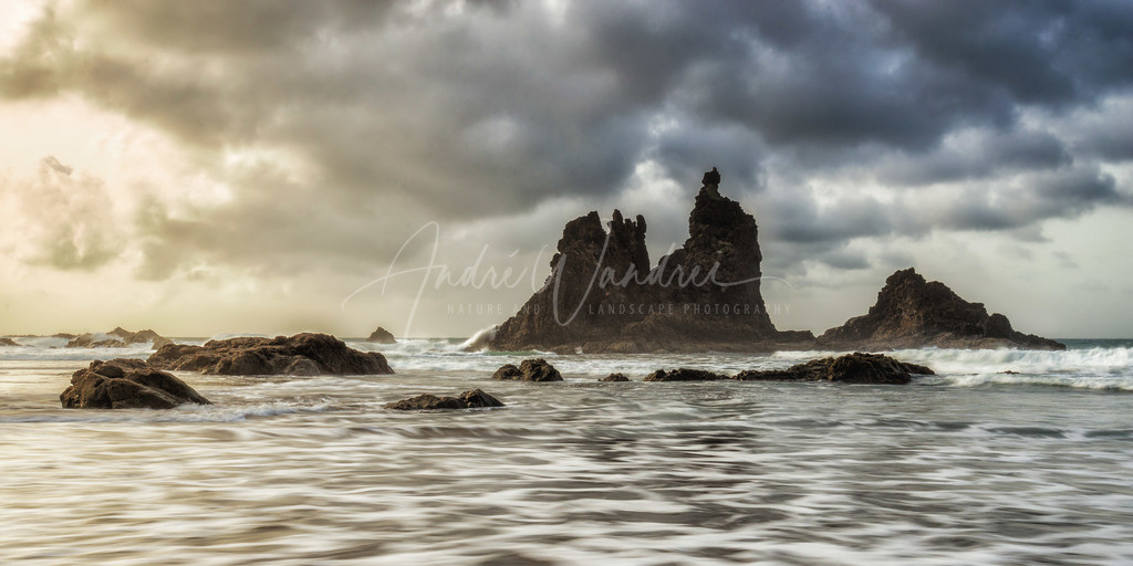 Klippen im Meer