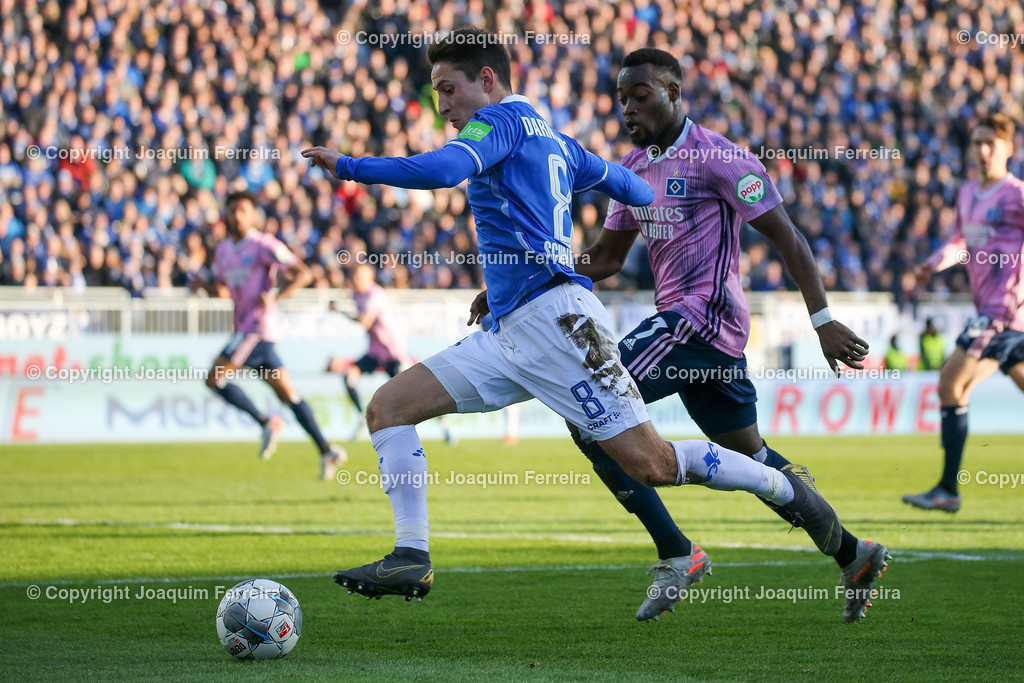 191221svdvshsv_1250 | 21.12.2019 Fussball 2.Bundesliga, SV Darmstadt 98-Hamburger SV emspor, despor  v.l.,  Fabian Schnellhardt (SV Darmstadt 98), Khaled Narey (Hamburger SV),Zweikampf, Action, Aktion, Battles for the Ball    (DFL/DFB REGULATIONS PROHIBIT ANY USE OF PHOTOGRAPHS as IMAGE SEQUENCES and/or QUASI-VIDEO)