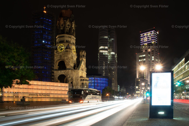 At night in Berlin | Berlin - memorial church and Budapest Street at night