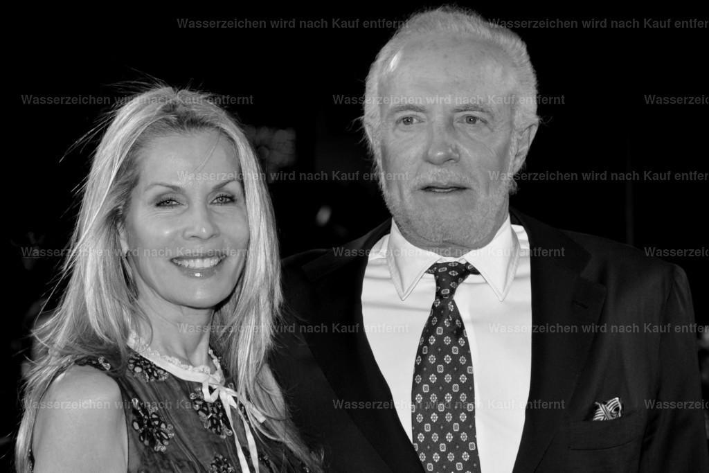 James Caan & Linda Stokes   James Caan & Linda Stokes