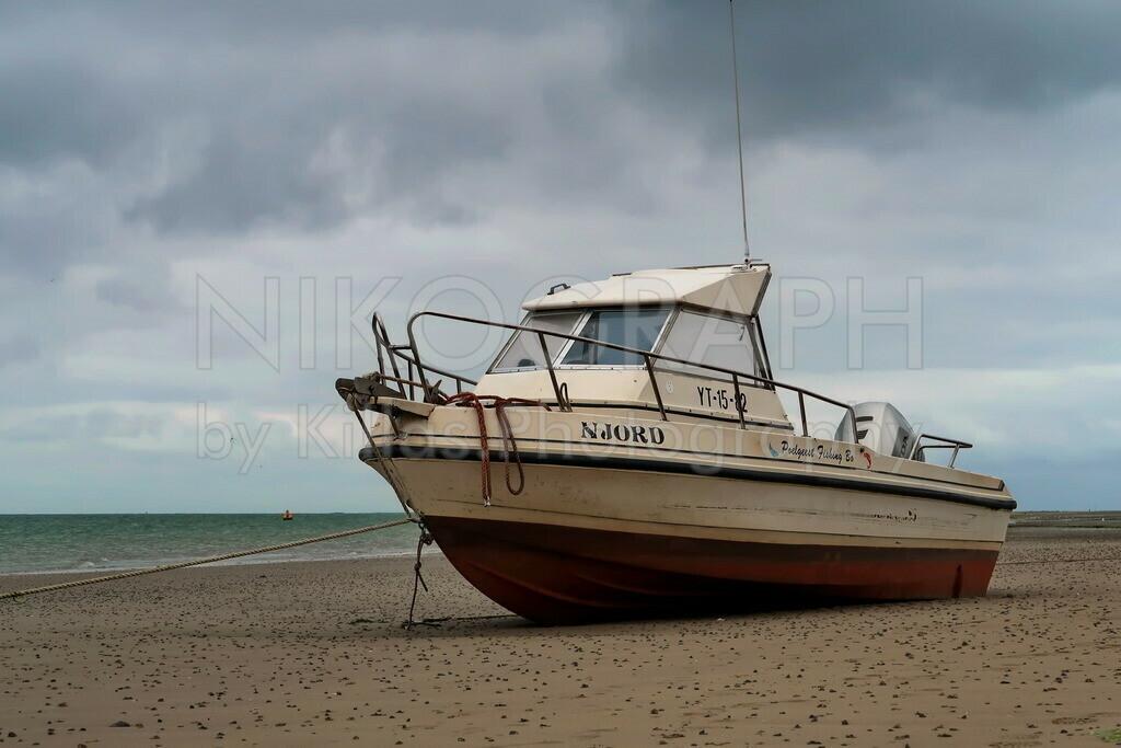 Boot am Strand | Ein Boot am Strand auf der Wattseite der Nordseeinsel Texel.