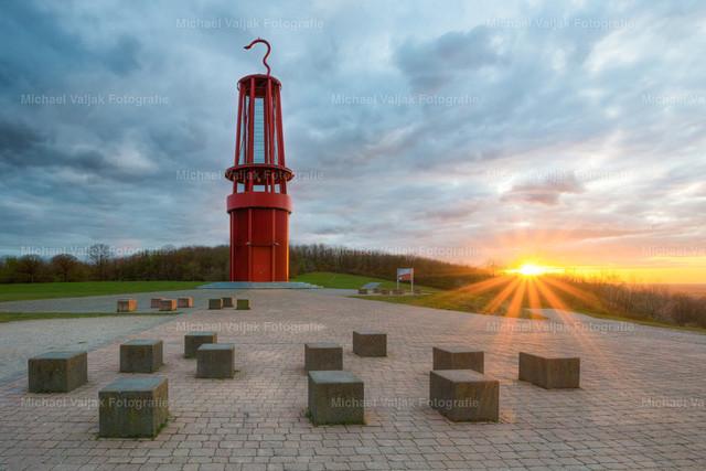 Das Geleucht in Moers | Auf der Halde Rheinpreußen in Moers befindet sich eine der schönsten Landmarken des Ruhrgebiets: Die begehbare Grubenlampe