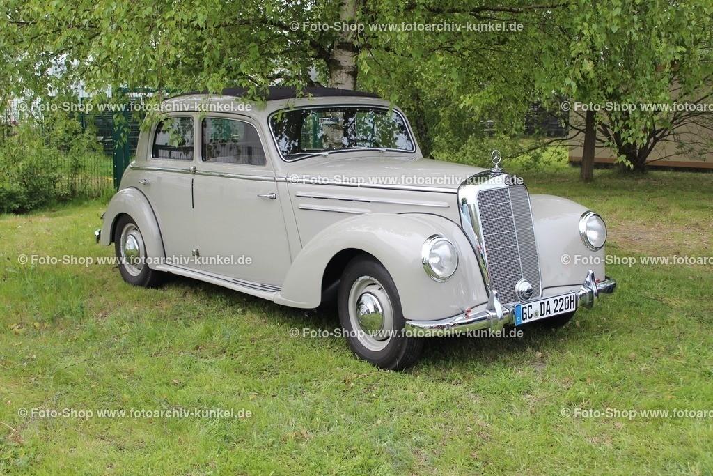 Mercedes-Benz 220 Limousine 4 Türen (Baureihe W 187), 1951-1955 | Mercedes-Benz 220 Limousine 4 Türen, Hellgrau, Bauzeit: 1951-1955, Baureihe W 187, Oberklasse, Hersteller: Daimler-Benz AG Stuttgart, BRD, Motor: Sechszylinder-Motor, ohc, Hubraum: 2195 cm³, Leistung 80 PS, Vmax. 140 km/h
