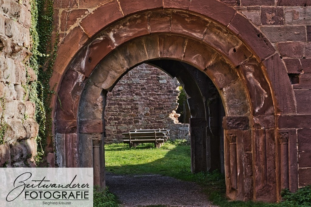 Blick durch das Tor