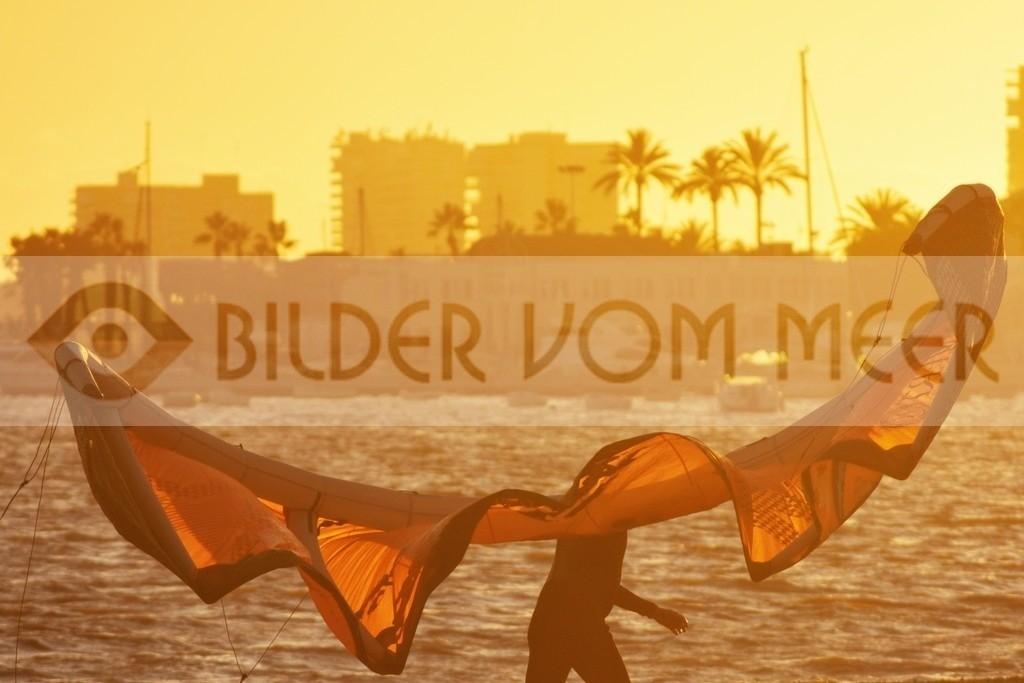 Fotoausstellung Kitesurfen Bilder | Kite Surfer bei Sonnenuntergang