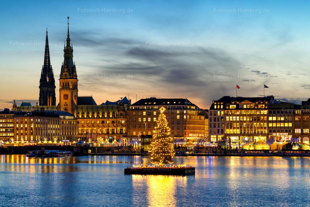 10201202 - Christmas Lights | Blick über die Binnenalster auf die Alstertanne und den weihnachtlichen Jungfernstieg.