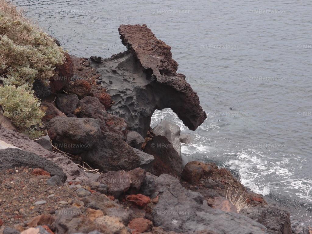 P5055392   bald wird der Fels fallen